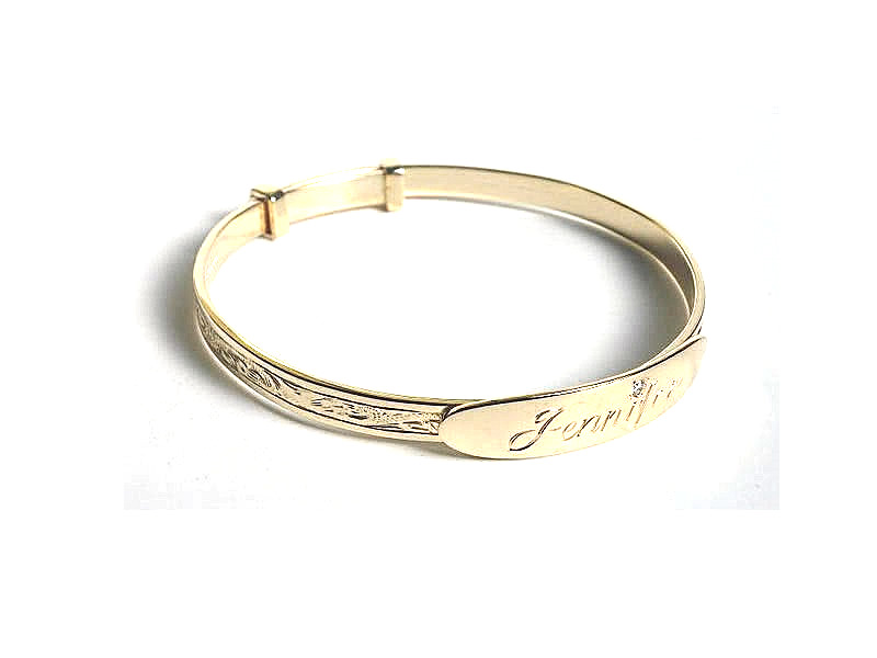 9CT YELLOW GOLD, FULLY ENGRAVED ADULTS EXPANDING BANGLE, WITH A OVAL HAND ENGRAVED & .06CT DIAMOND SET NAME PLATE
