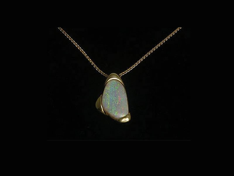 9CT YELLOW GOLD, OPAL PENDANT
