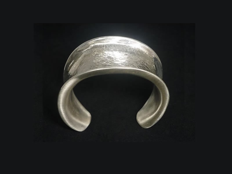 SILVER, HAMMERED & BRUSHED LADY'S BANGLE