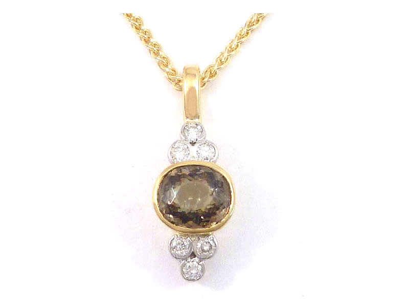 (10.2) 9CT YELLOW AND WHITE GOLD, GREEN GARNET AND DIAMOND, TREFOIL PENDANT