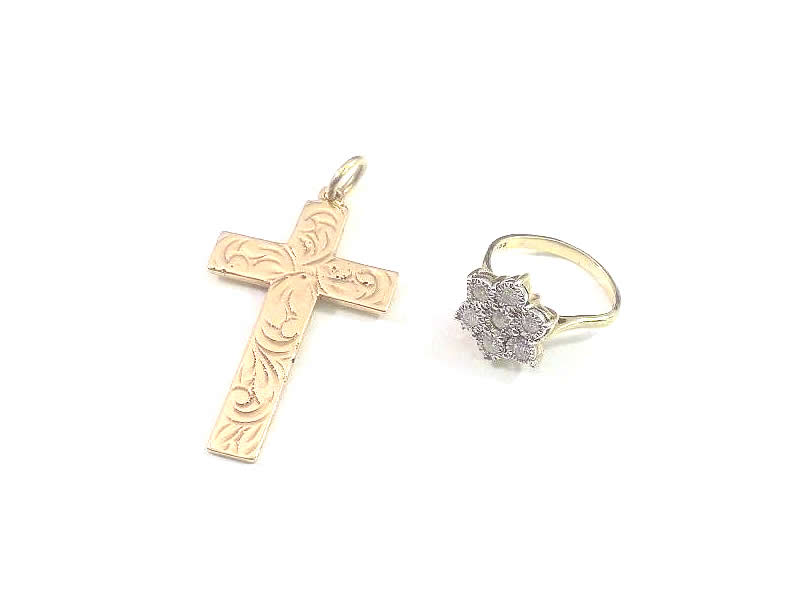 (2.1) 9CT GOLD CROSS, AND 9CT WHITE & YELLOW GOLD, DIAMOND CLUSTER RING