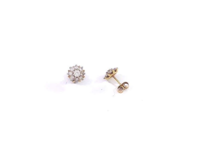 15CT WHITE AND YELLOW GOLD, DIAMOND CLUSTER EARSTUDS (5.1)