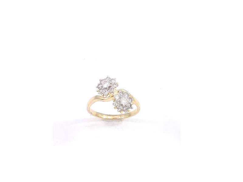 15CT WHITE AND YELLOW GOLD, DIAMOND CLUSTER RING (5.2)