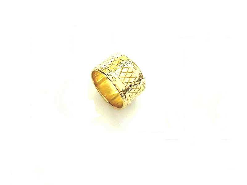 18CT GOLD, LADY'S PATTERNED WEDDING RING 1