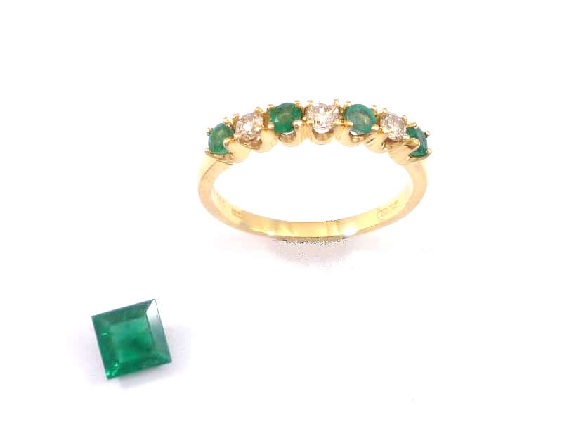 18CT YELLOW GOLD, EMERALD AND DIAMOND RING (1)