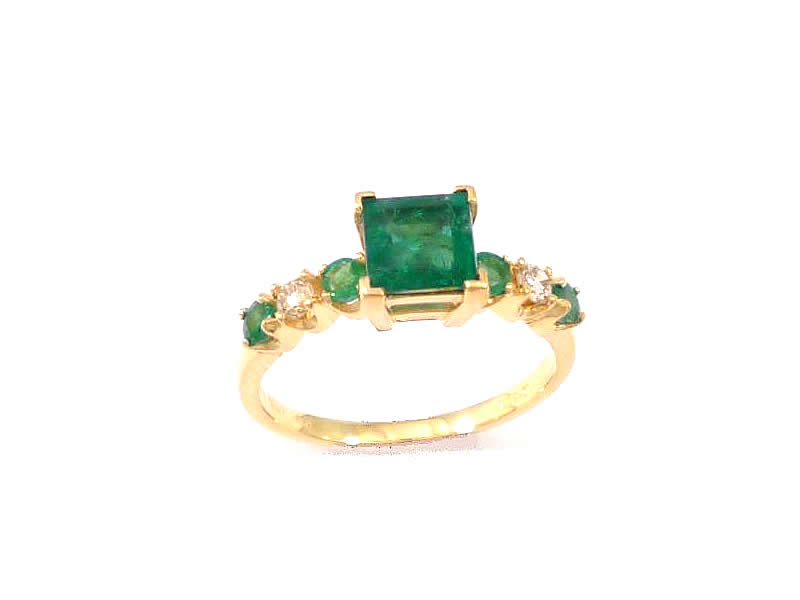 18CT YELLOW GOLD, EMERALD AND DIAMOND RING (2)